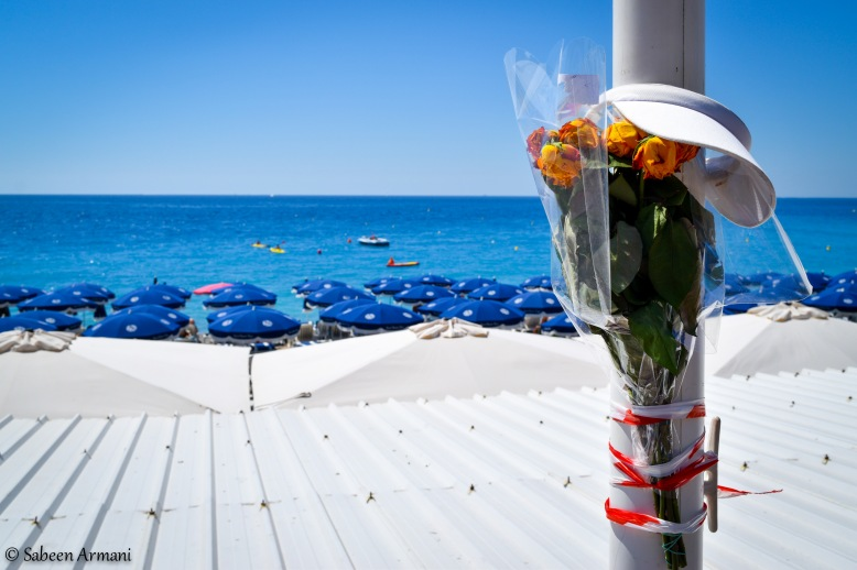 A bouquet of roses tied to a lamppost on the Promenade des Anglais
